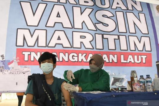 Serbuan vaksin maritim TNI AL di Tarumajaya
