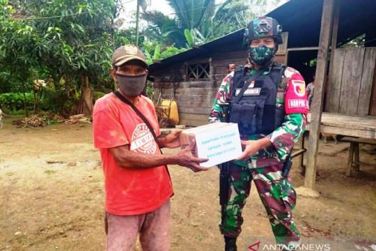 Satgas TNI bantu paket sembako untuk warga Papua di perbatasan