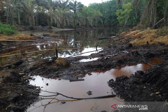 Rusaknya sumber air bersih karena penambangan minyak ilegal