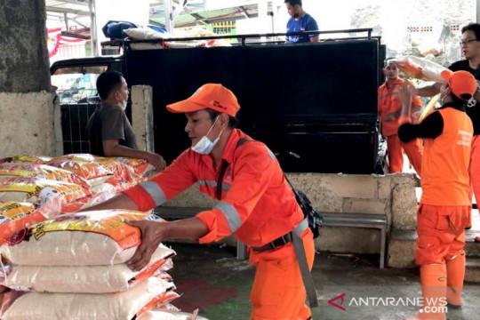 744 kepala keluarga RW 10 Kramat Jati terima tambahan bantuan beras
