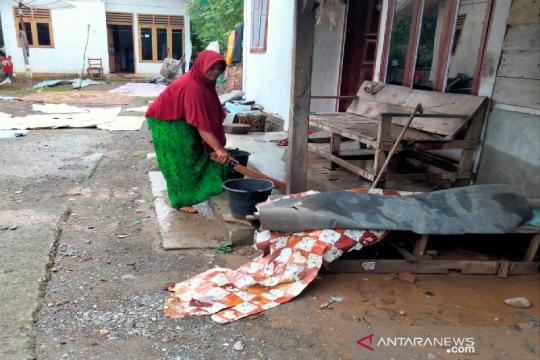 Ratusan warga Aceh Besar kembali dari tempat pengungsian