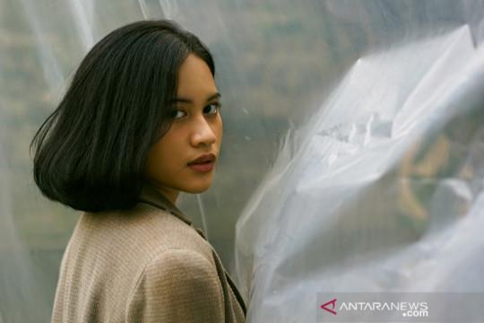"""Alya Syahrani beri nuansa dreamy-pop di """"Intertwined"""""""
