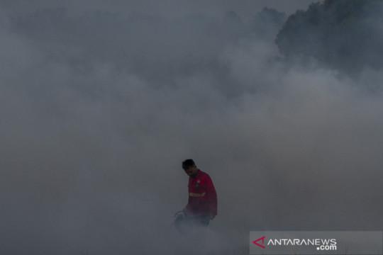 Upaya pemadaman kebakaran lahan di Pemulutan Ogan Ilir