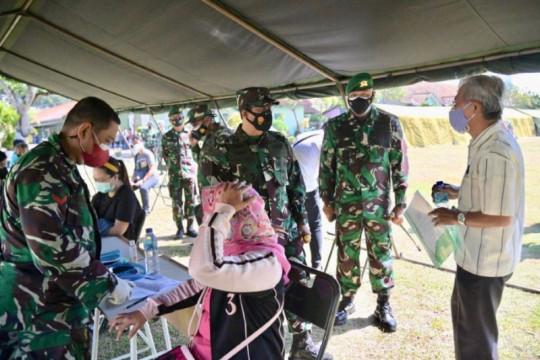 Pangdam Brawijaya pantau serbuan vaksinasi sasar ribuan orang