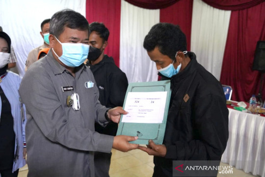 Pemkab Garut salurkan bantuan uang untuk korban longsor di Talegong