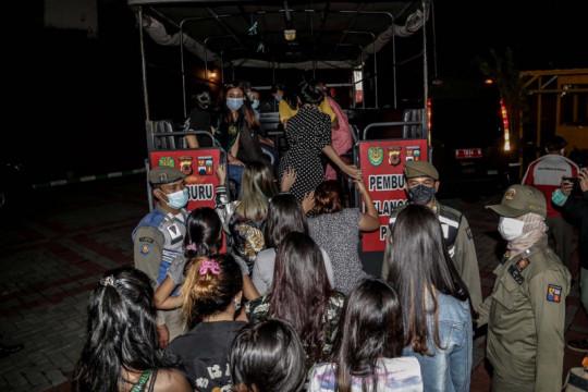 Razia PPKM di Kota Bogor, petugas amankan 24 pasangan mesum