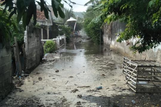 Banjir rob landa pantai selatan Tulungagung hingga Pacitan