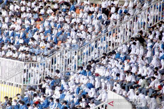 Ribuan pelajar ikuti vaksinasi COVID-19 di Stadion Pakansari