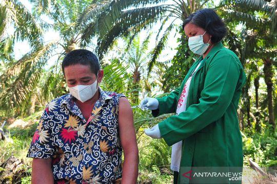 Vaksinasi COVID-19 untuk Suku Anak Dalam