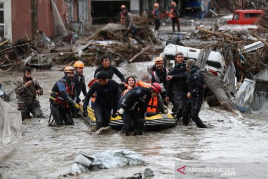 Korban tewas akibat banjir di Turki bertambah jadi 27
