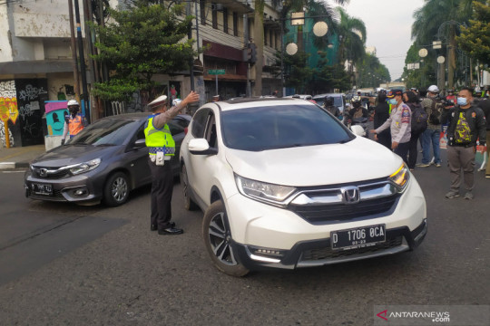 Beberapa kendaraan dikecualikan penyekatan ganjil-genap Kota Bandung