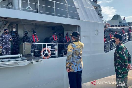 KRI Teluk Bintuni antar 185 ton perlengkapan medis dari Singapura