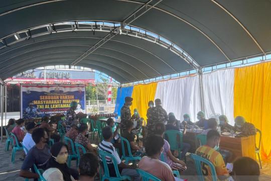 Warga perbatasan RI-Timor Leste terima suntikan vaksin dosis pertama