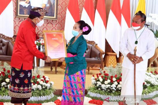 Empat seniman Bali dianugerahi Dharma Kusuma dan diberi uang