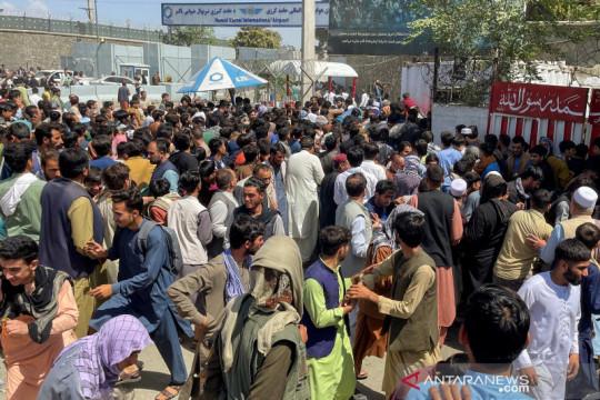 Kerumunan dekat bandara Kabul menelan korban