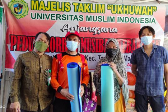 Majelis Taklim Ukhuwah UMI-PKK Sulsek bantu korban kebakaran Makassar