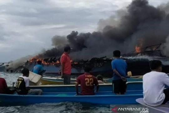 Satu kapal penumpang terbakar di wilayah perairan Bombana