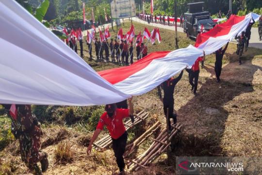 TNI-Polri dan Manggala Agni kibarkan Merah Putih di Puncak Wolasi