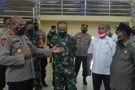 Kapolda Papua dan Pangdam Cenderawasih tinjau arena PON XX  bermasalah