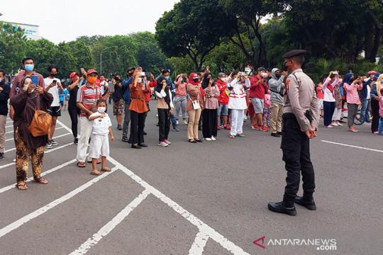 Warga DKI nikmati atraksi pesawat tempur TNI AU saat HUT ke-76 RI