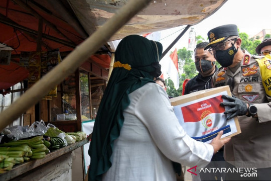 Polri sebar 2.000 paket bantuan untuk UMKM di Cakung