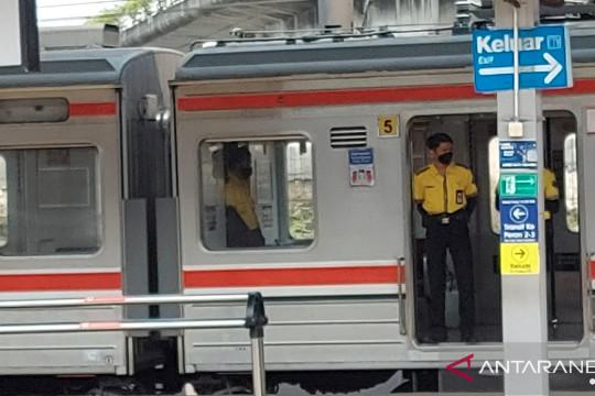 Pengelola Stasiun Tanah Abang imbau penumpang KRL sikap sempurna