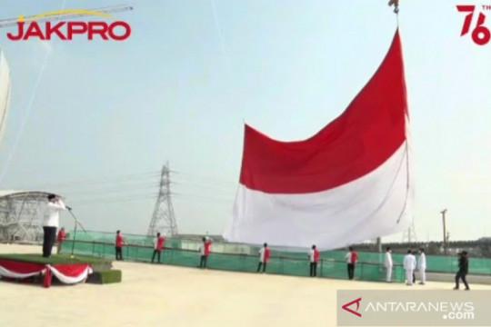 Jakpro kibarkan bendera merah putih raksasa di proyek JIS