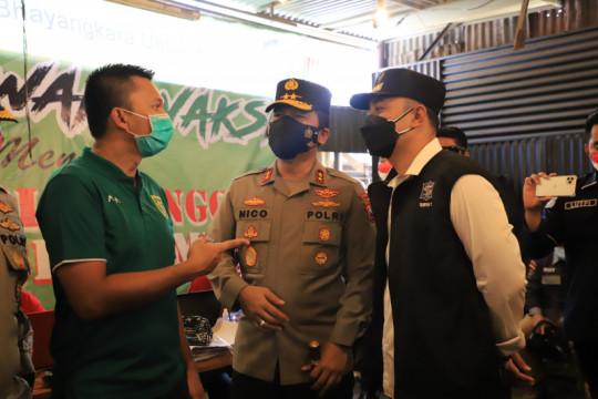 Wali Kota Eri dan Presiden Persebaya sukseskan vaksinasi di Surabaya