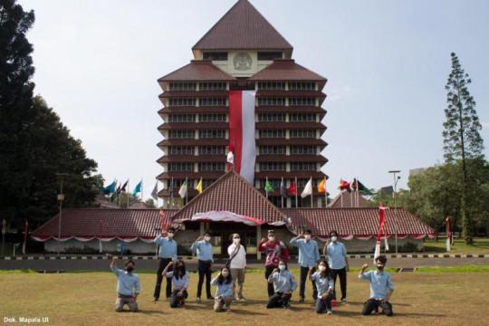 Mapala UI bentangkan ornamen merah putih raksasa di gedung rektorat