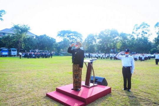 Rektor Universitas Pancasila pimpin Upacara HUT RI dengan busana Jawa