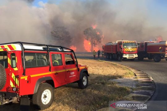Pasukan pemadam kebakaran padamkan api di Var, Prancis Selatan