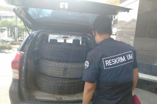 Polres Karawang ungkap kasus pencurian ban serep di rest area