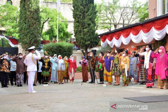 Pakaian adat Indonesia warnai HUT RI di Roma