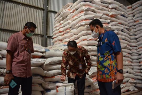 Tim KSP kunjungi gudang Bulog cek ketersediaan bantuan beras