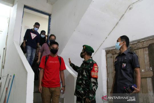 Penggerebekan penampungan pekerja migran ilegal