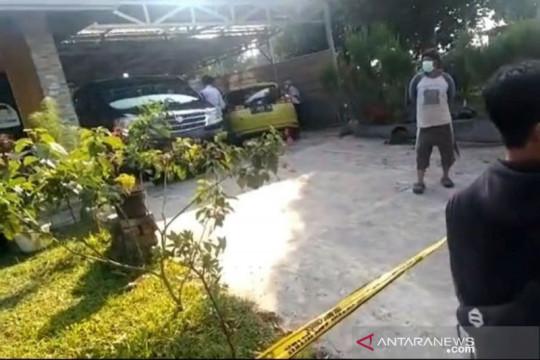 Ibu dan anak ditemukan tewas di bagasi mobil mewah di Subang