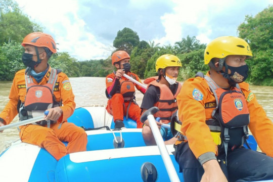 Tim SAR cari orang hilang di Sungai Barumun