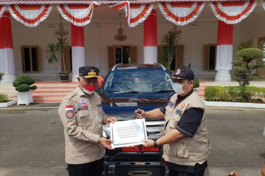 Gubernur Sumbar serahkan mobil dinas baru untuk  Satgas COVID-19