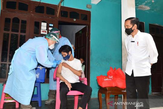 Kemarin, JK berbagi pengalaman hingga Presiden tinjau vaksinasi