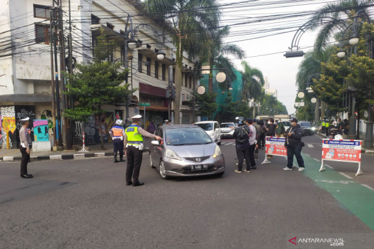 Pemkot Bandung lanjutkan penyekatan ganjil-genap kendaraan