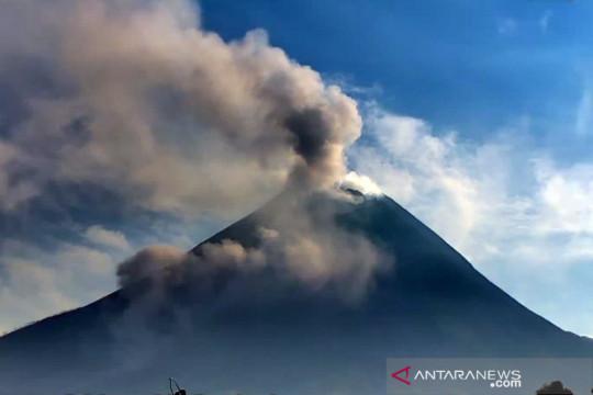 Awan panas guguran Gunung Merapi meluncur sejauh dua kilometer