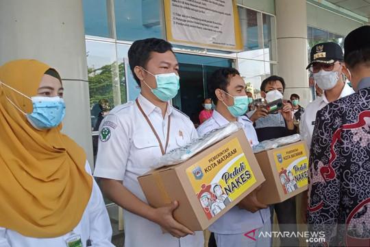 Garda terdepan tangani COVID-19, nakes di Mataram dibantu sembako-APD