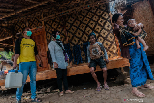 Upaya persuasif petugas saat vaksinasi COVID-19 bagi warga Suku Baduy