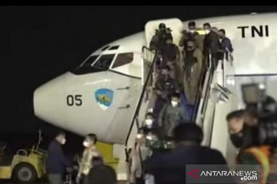 Pesawat TNI AU yang bawa WNI dari Afganistan tiba di Jakarta