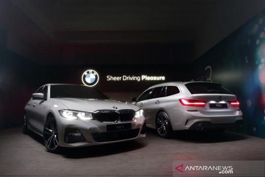 BMW 320i Touring dan BMW 330i Sedan hadir di Indonesia, ini harganya