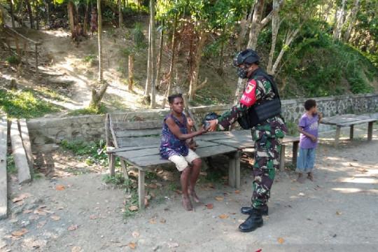 Satgas TNI bagikan sembako untuk warga di perbatasan RI-Papua Nugini