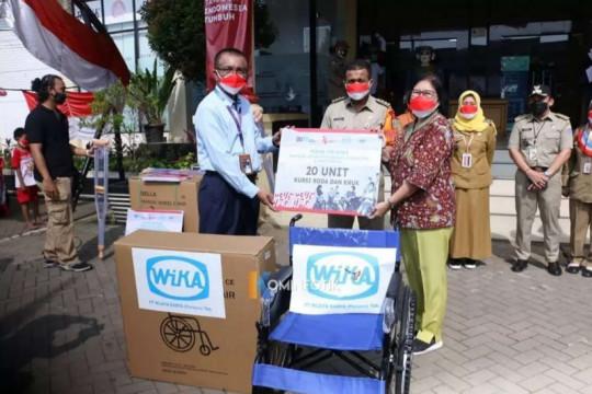Pemkot Jaktim serahkan bantuan kepada UMKM dan warga disabilitas