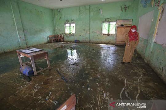 Banjir rob di SDN Eretan Weran 2 Indramayu