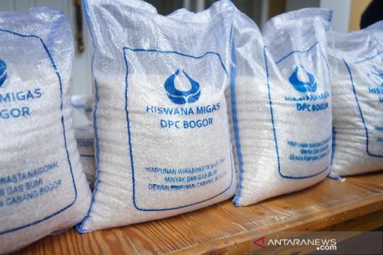 Hiswana Migas Kota Bogor bagi 1,5 ton beras ke warga yang membutuhkan