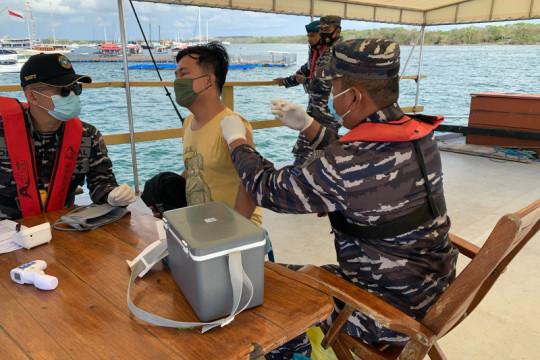 TNI AL datangi ABK di kapal-kapal untuk divaksin COVID-19